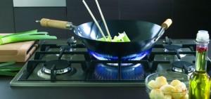Nên dùng bếp từ bốn bếp hay bếp ga